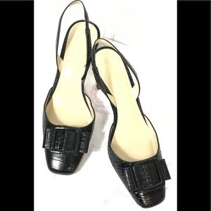 Ann Taylor Leather Toe Bow Heels Shoes Sz.(7M)